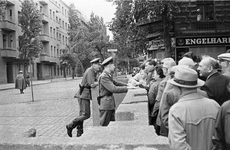 Берлінська стіна - початок