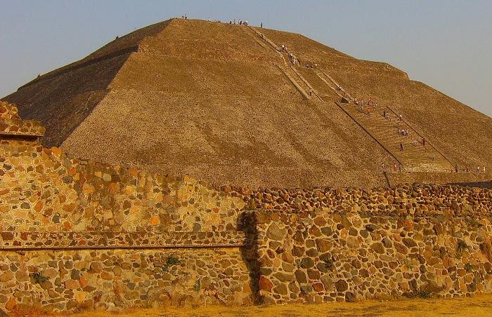 Піраміда Чолула в Мексиці