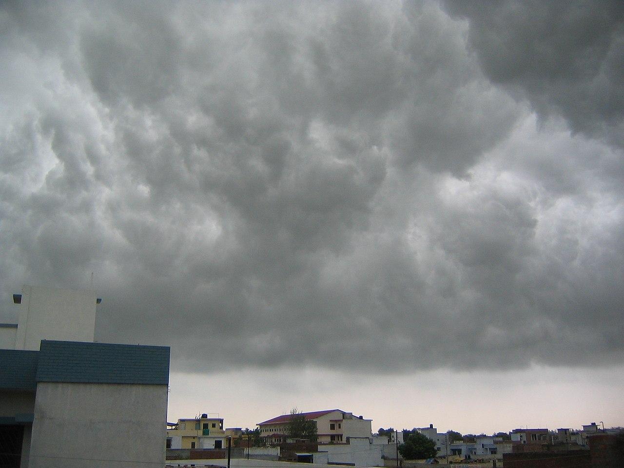 Мусонні хмари