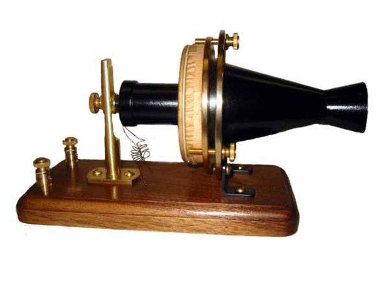 Перший телефон