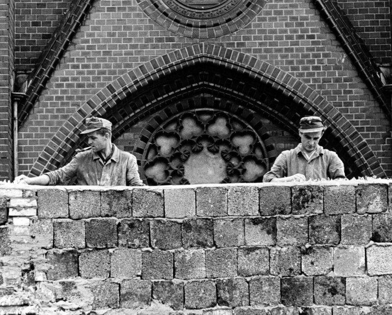 Побудова Берлінської стіни - архів