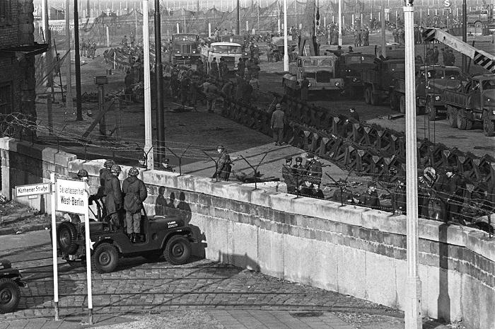 Побудова Берлінської стіни