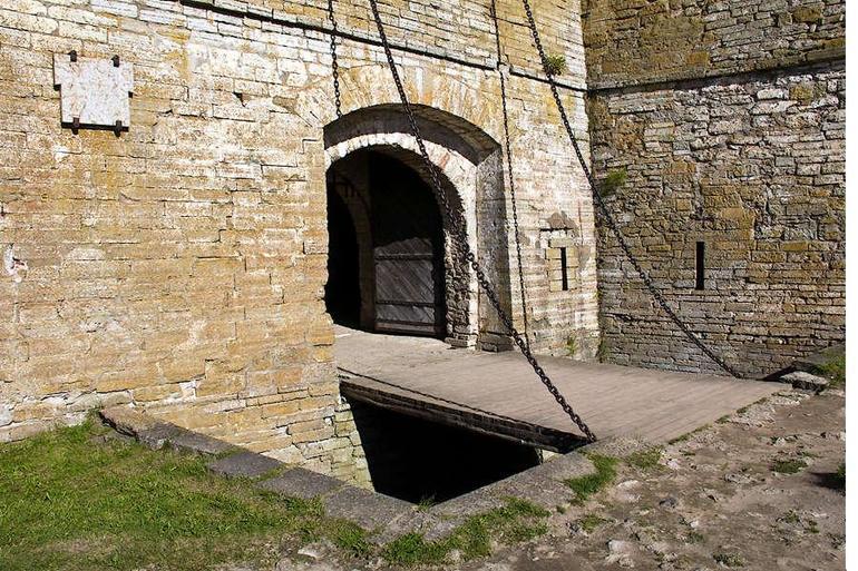 Ворота середньовічного замку