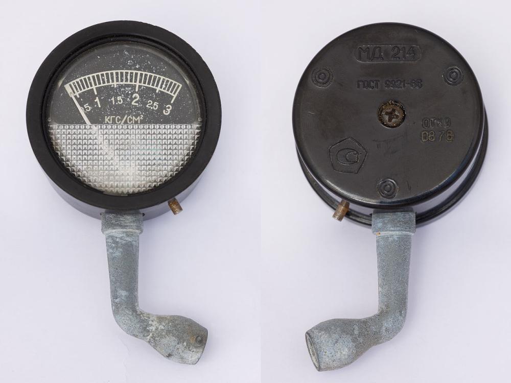 Манометр для вимірювання тиску автомобільних шин