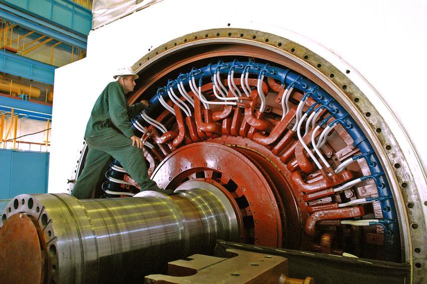 Синхронні двигуни електростанцій