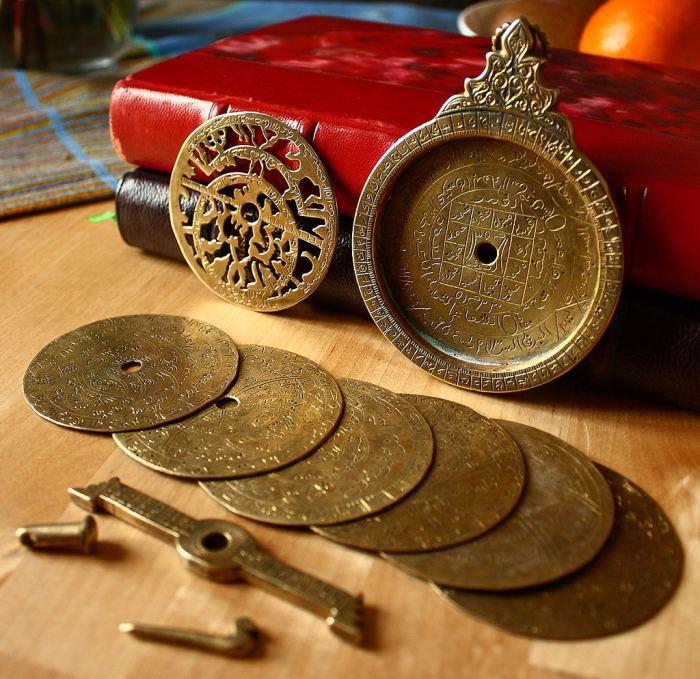 Розібрана астролябія виготовлена в XVIII столітті